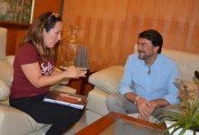 L'alcalde se solidaritza amb la xicoteta Àfrica, l'alacantina que pateix una estranya síndrome
