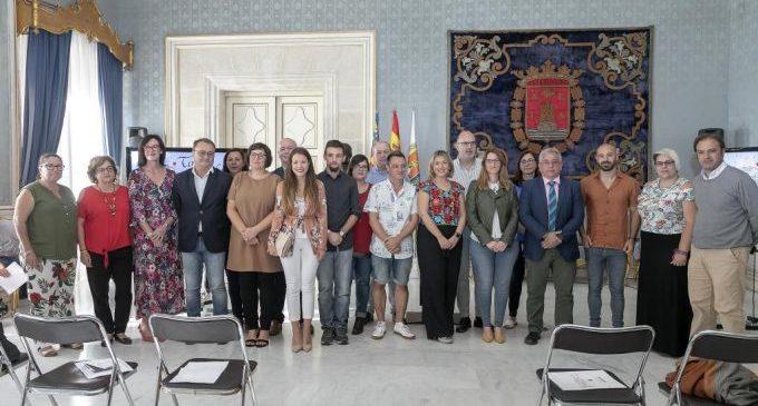 "La vicealcaldessa obri la lectura conjunta del ""Tirant lo Blanc"" en el Saló Blau"