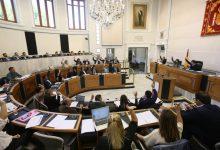 El ple insta al Consell a baixar impostos i eliminar el de Successions